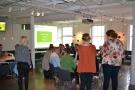 Illustratörerna från Edit och Björnen lyssnar in diskussionen för att visualisera idéerna.